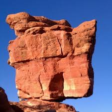 balanced rock at garden of the gods scenic lookout in colorado
