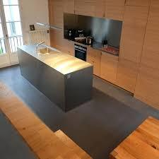 béton ciré sol cuisine beton cire escalier interieur une cuisine acpurace avec un sol