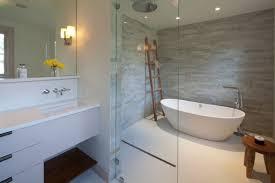 moderne badezimmer mit dusche und badewanne ebenerdige dusche in 55 attraktiven modernen badezimmern