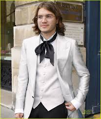 tie ribbon emile hirsch is ribbon tie twisted photo 1234611 emile hirsch