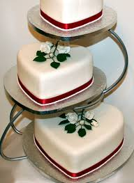 heart shaped wedding cakes heart shaped wedding cake in 3 tiers