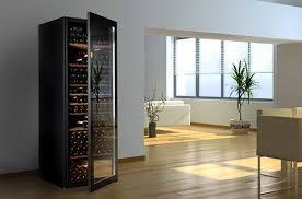 cave a vin dans cuisine des caves à vins design qui s invitent dans votre salon cave