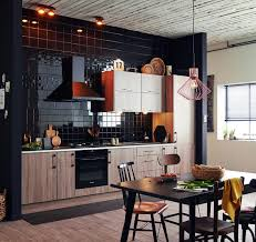 leroy merlin cuisine carrelage une cuisine topaze chêne havane et carrelage mural noir brillant