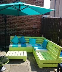 canapé exterieur palette salon de jardin palette couleur meuble en canape peindre palettes