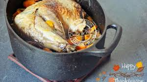 cuisiner une cuisse de dinde en cocotte cuisse de dinde rôtie en cocotte pour thanksgiving ou noël
