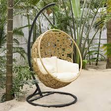 siege suspendu jardin fauteuil suspendu de jardin maisons du monde