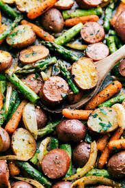roasted veggies thanksgiving best 25 roasted potatoes and carrots ideas on pinterest garlic