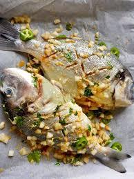 que cuisiner pour un repas en amoureux recette de daurade à l antillaise au four accompagnée d une salade