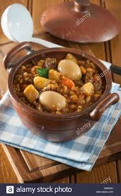 jüdische küche cholent gerste kartoffeln fleisch und bohnen eintopf jüdische