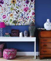 wandgestaltung stoff wand mit stoff bespannen deko mit textilien verschönert das