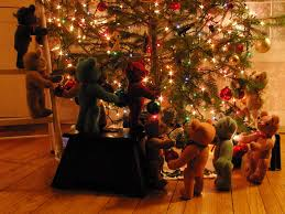 Christmas Tree Decorating Ideas Pictures 2011 Daisy Hill Weaving Studio Teddy Bears Help Decorate The Christmas