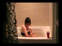 Women Bathtub Pregnant Women Gave Birth In The Bathtub Youtube