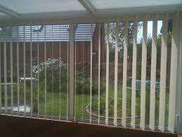 stores bureau a bandes verticales pour veranda ou bureau