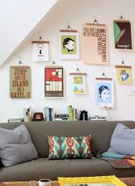 hang pictures without frames use ganchos de ropa para colgar afiches u obras de arte de sus hijos