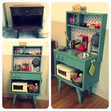 fabriquer une cuisine en bois pour enfant diy cuisine enfants vintage un vieux meuble récupéré et relooké