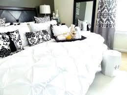 bedroom essentials bedroom essentials schreibtisch me