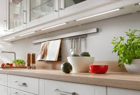kche wei mit holzarbeitsplatte küche weiß schwarze arbeitsplatte logisting varie forme di