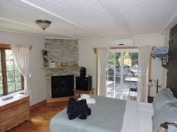 chambre avec spa auberge beaux rêves et spa hotels sainte adèle lodging