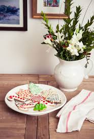 how to throw a holiday cookie exchange party decorating lonny