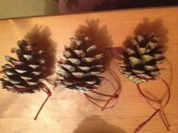 100 christmas crafts made with pine cones glittered