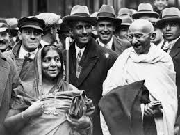 mahatma gandhi at boulogne station with mrs sarojini naidu on the