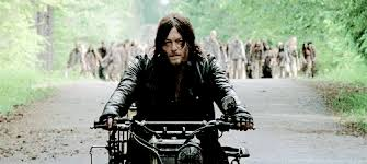 Daryl Walking Dead Meme - daryl dixon can t escape his fangirls the walking dead the