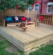 canapé de jardin en palette 52 idées pour fabriquer votre meuble de jardin en palette archzine fr