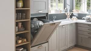 cuisine lave vaisselle en hauteur cuisine équipee en l coloris gris laquée bois