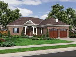 Hipped Roof House Plans Designing A Hip Roof House House Design