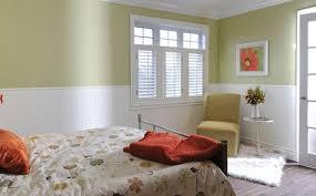 lambris mural chambre revêtement mural dans une chambre lequel choisir