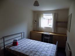 bedroom in a 5 bed chalet house in sheffield all bills included