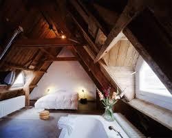 chambre sous les combles 25 chambres à coucher vraiment pas ordinaires qui vous feront
