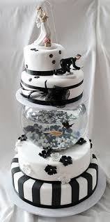 this is too cool a fish tank under the cake wow had to pin my