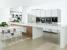weiße küche mit holz moderne küchen aus holz die vorteilen vom naturmaterial