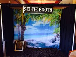 renting a photo booth 9986549 orig jpg 1066 800 craftacular backdrops