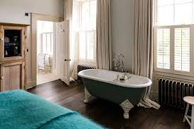 cheltenham townhouse exclusive use bedroom with bath tub in room