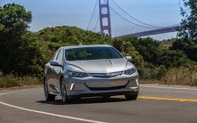 2018 chevrolet volt lt vs 2018 chevrolet volt premier comparison