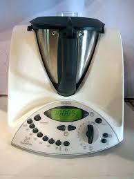 appareil en cuisine de cuisine qui fait tout de cuisine qui cuit appareil