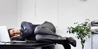 sieste au bureau faut il accepter la sieste au bureau entre midi et deux capital fr