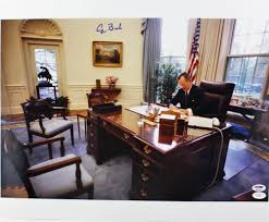Oval Office Desk by Presidential Chairs U2014 And What They Say About Their Occupants