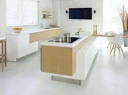 weiße küche mit holz moderne weiße küche ambiznes
