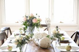 Halloween Entertaining - skeleton table setting to die for halloween decorations