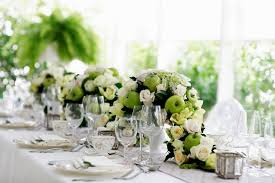 simple wedding table arrangement wedding party decoration