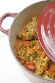 cuisine en cocotte en fonte poulet mijoté aux saveurs indiennes crumbles et cassonade food