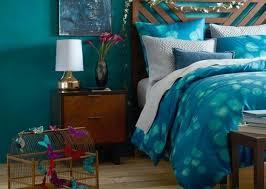 chambre bleu et blanc peinture murale chambre bleu canard lit en bois marron cage d