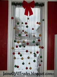diy christmas window decoration find the tutorial at