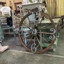 Diy Wagon Wheel Chandelier Best 25 Wagon Wheel Table Ideas On Pinterest Milk Can Table