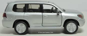 lexus version of land cruiser two lane desktop siku 1 43 2012 toyota land cruiser and welly 1