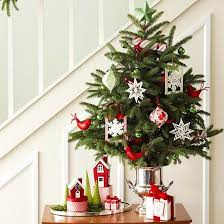 ideas for living in small spaces traditional christmas tree decor