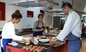 un cours de cuisine en cadeau cours de cuisine bordeaux ecole